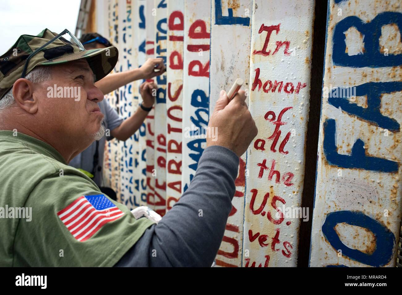 Peindre Une Fresque Sur Un Mur tijuana, au mexique. 26 mai 2018. robert vivar permet de