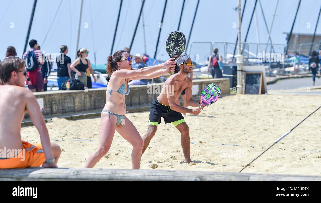 b5722df39 Brighton UK 27 mai 2018 - Le temps d une partie de beach tennis sur
