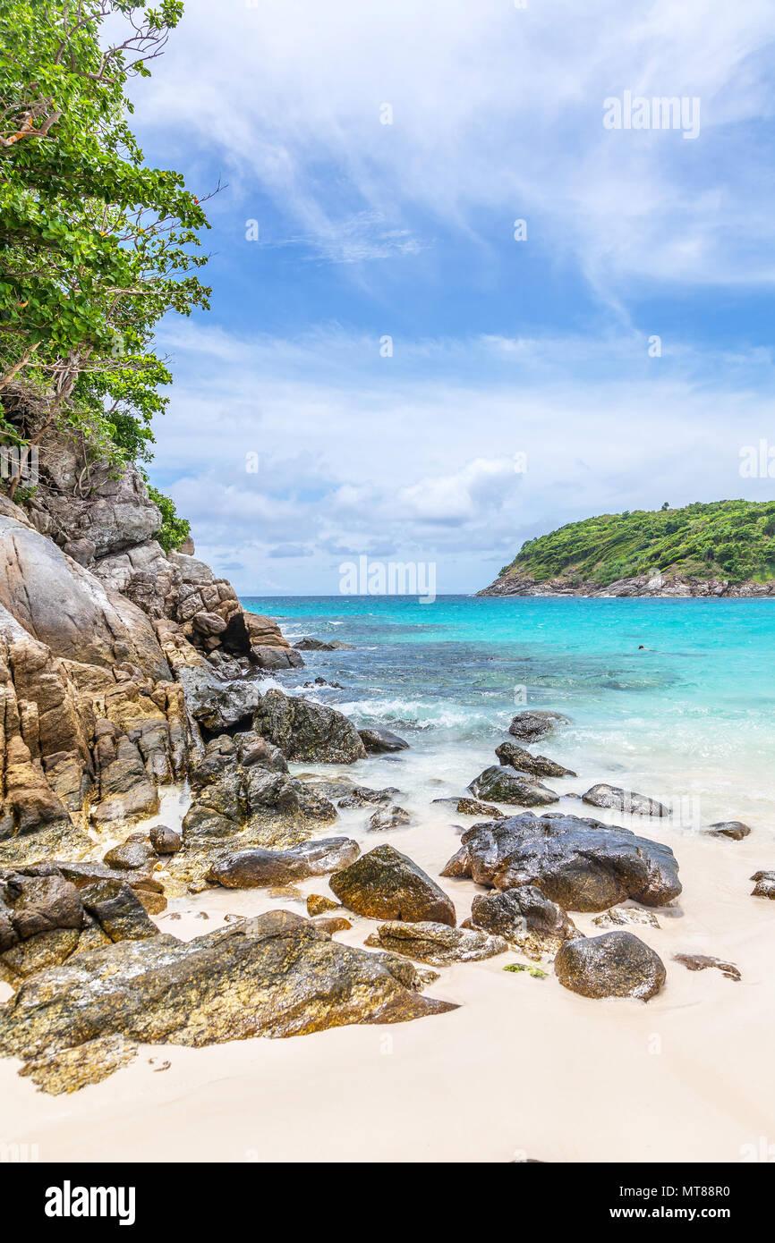 Les vagues turquoises de la mer Andaman. Koh Racha. La Thaïlande. Photo Stock