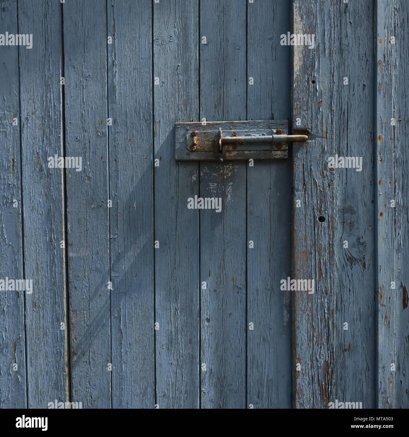 Lu0027écaillage De La Peinture Gris Bleu Porte Altérée En Couleur