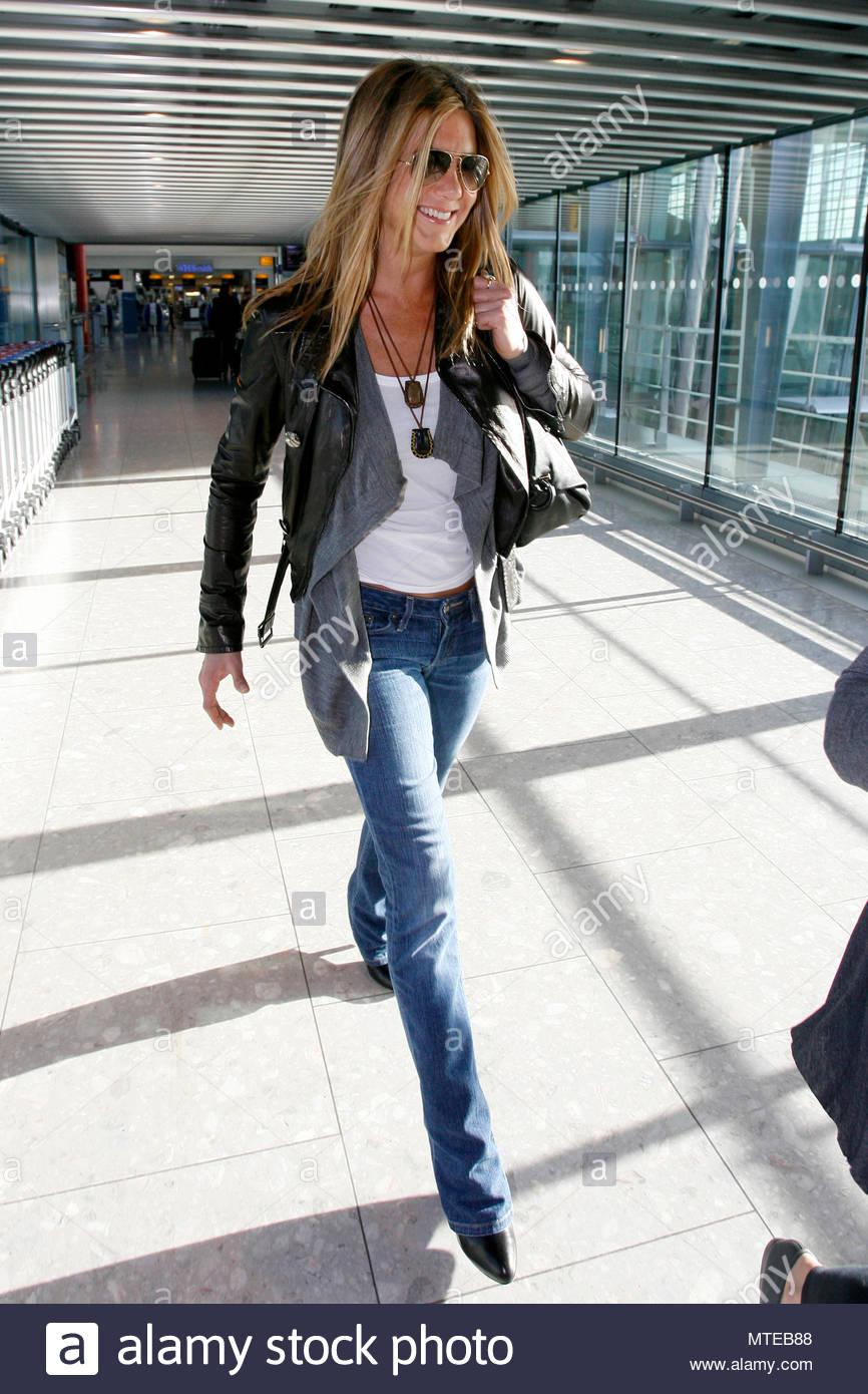 4ea86aa1369b Portant Et Jennifer Noire Cuir Vqopxw Bleu Jean Veste Aniston En Une Un  uKFJ1c3Tl