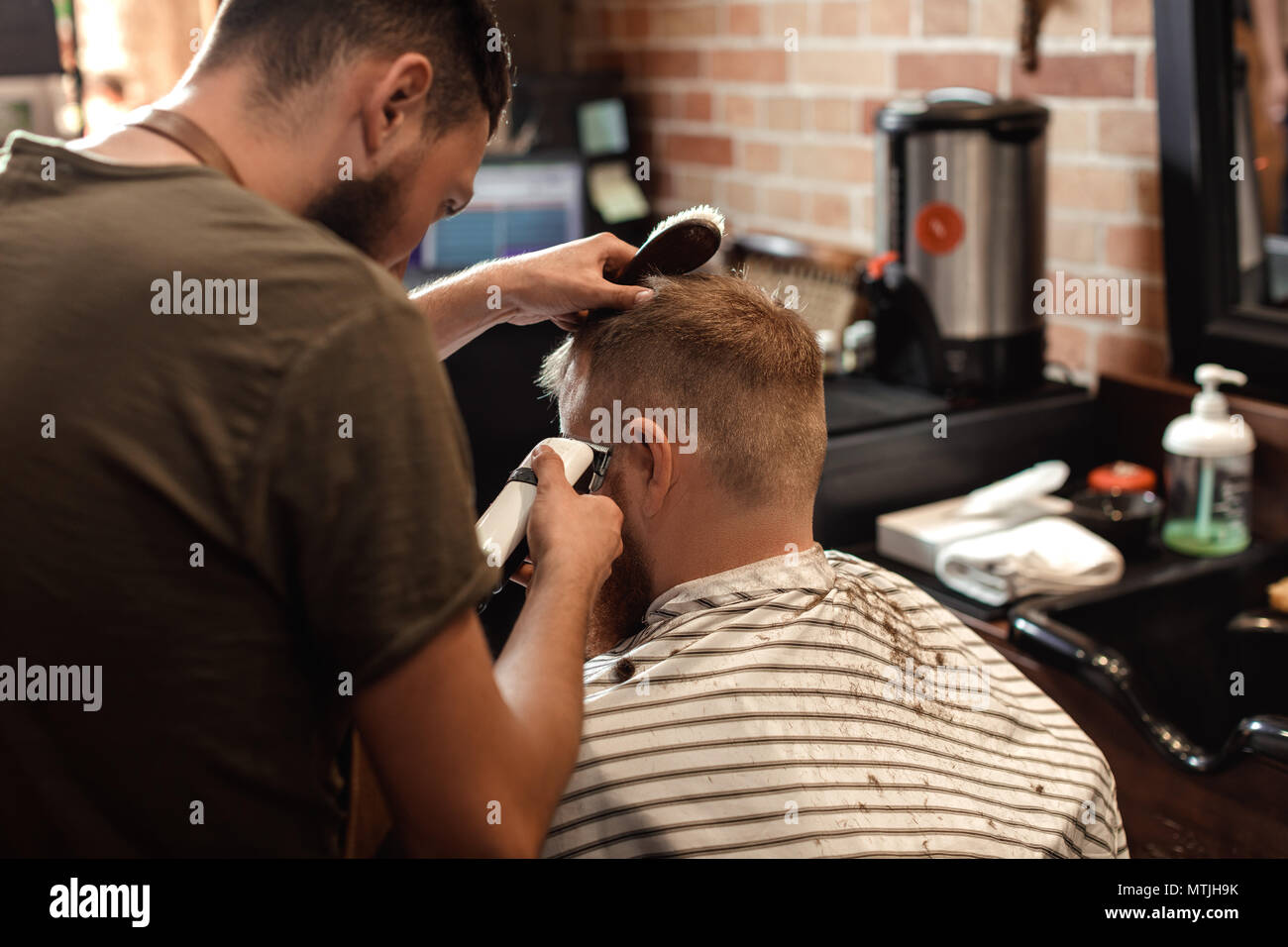 Salon de coiffure et barbu dans barber shop Photo Stock