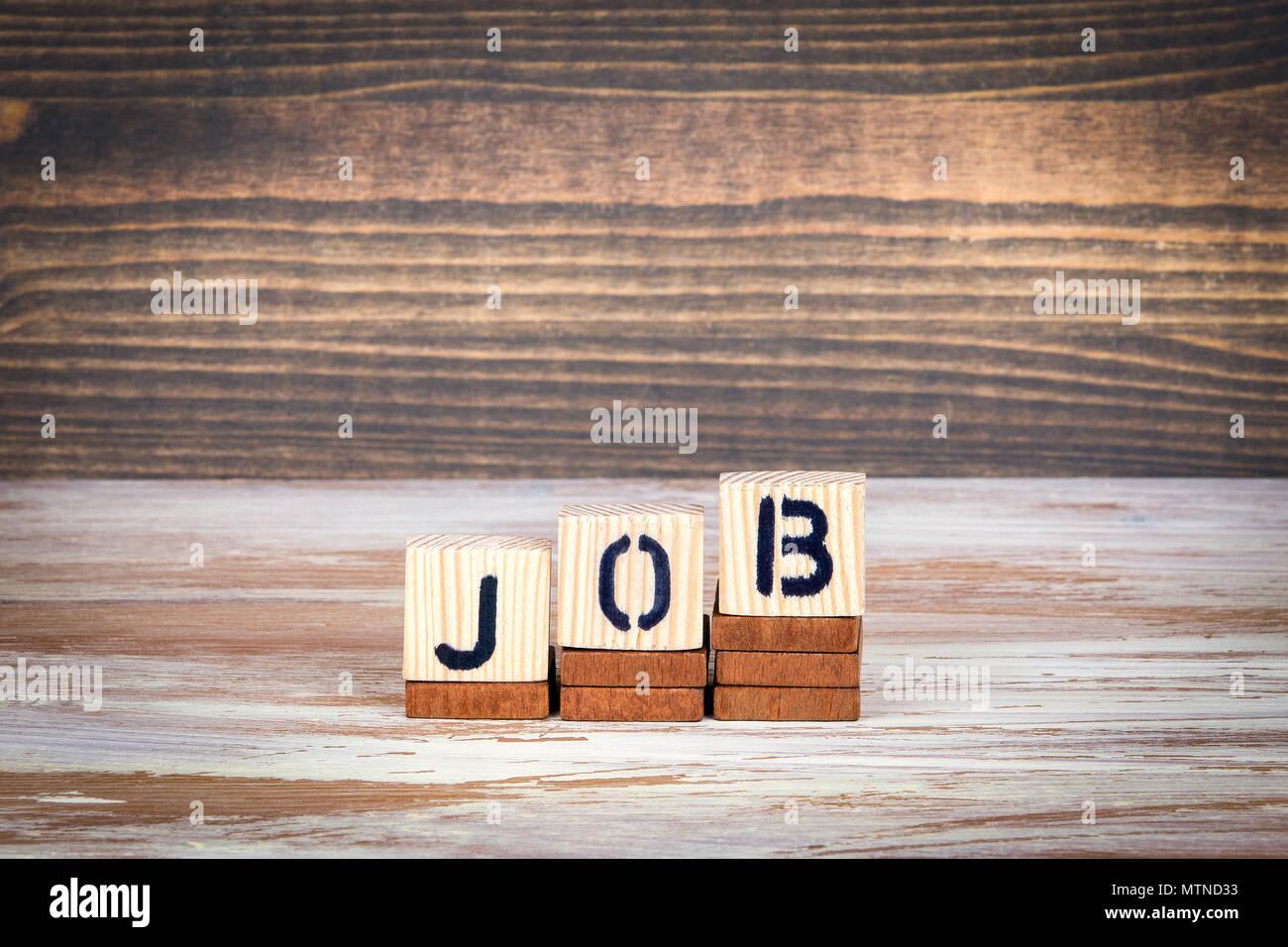 Emploi, carrière et les affaires, l'éducation concept. Lettres en bois sur le bureau d'information et de la communication, bureau arrière-plan Photo Stock