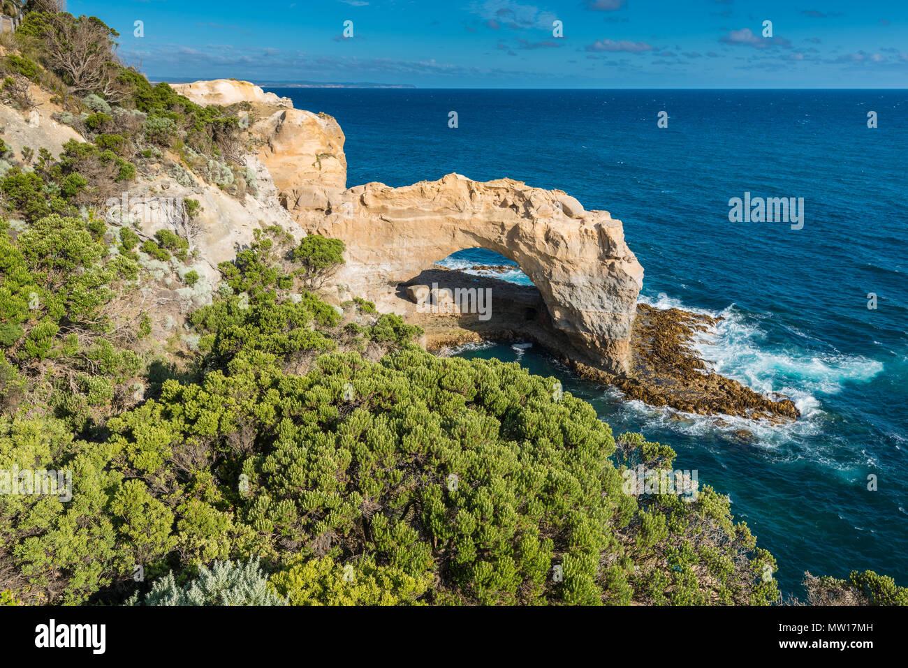 L'Arche, une formation rocheuse calcaire naturel dans le parc national de Port Campbell, Victoria, Australie. Photo Stock