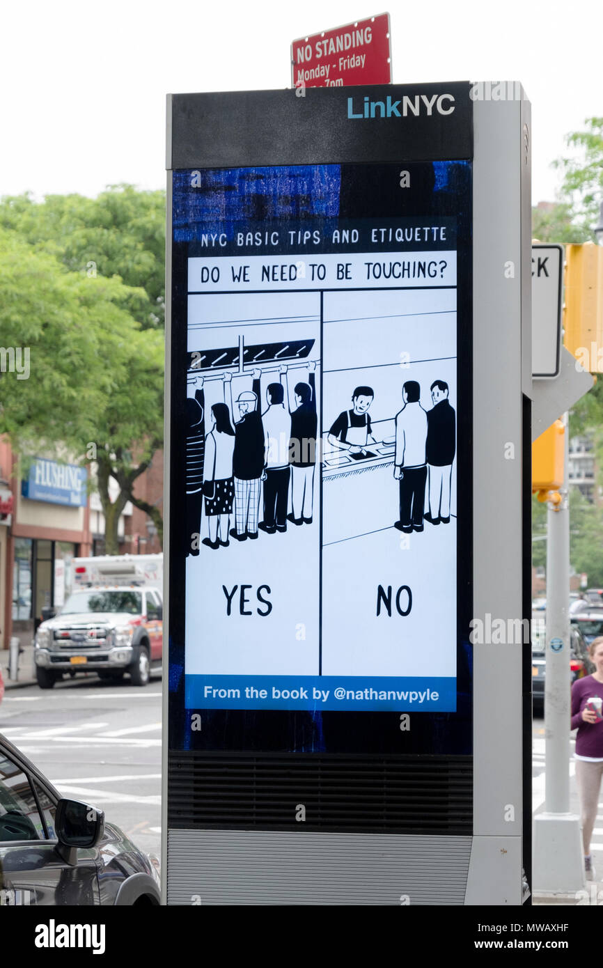 Un LINKNYC la borne à Forest Hills, Queens qui fournit gratuitement des appels téléphoniques, connexion Wi-Fi au réseau local, service d'annonces de service public & messages amusants Photo Stock