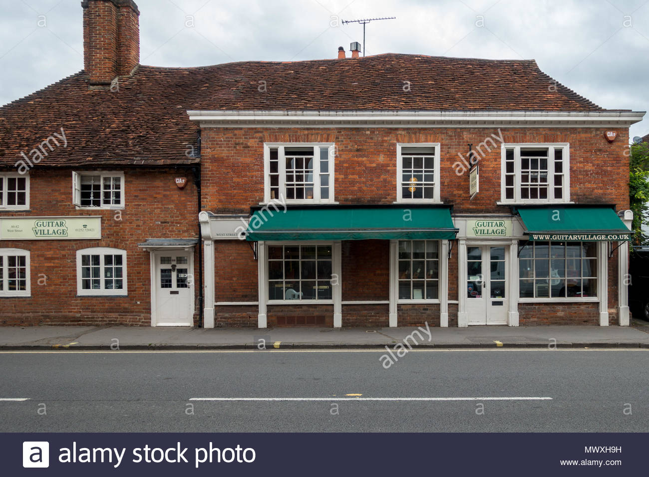 Exteriof de guitare Village, un détaillant d'instruments de musique à Farnham, Surrey, UK Photo Stock