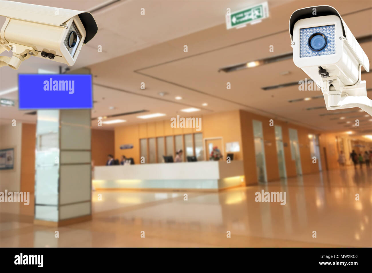 La caméra de sécurité CCTV fonctionnant en arrière-plan flou de l'hôpital. Banque D'Images