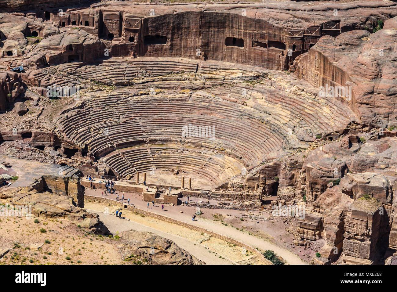 Vue aérienne du théâtre romain à la cité perdue de Petra, Jordanie Photo Stock