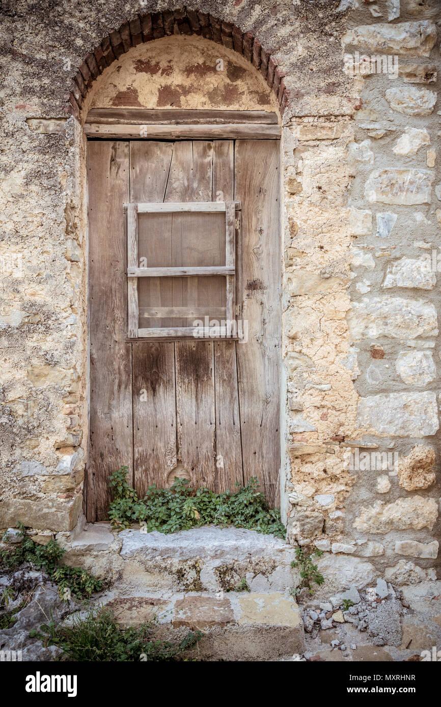 Vieille Porte En Bois Brun Et Sale Du Mur De Pierre Les Plantes
