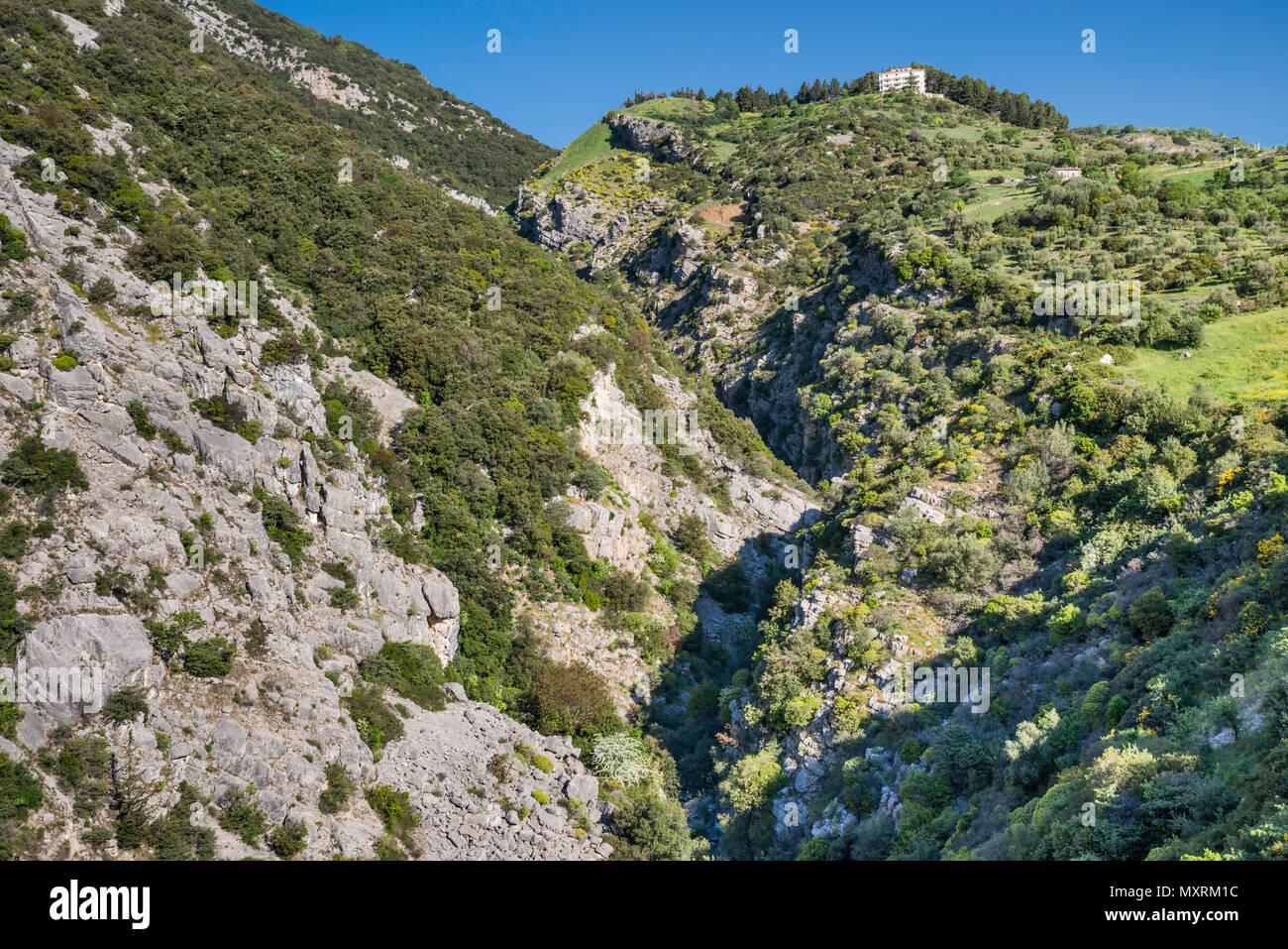 Bifurto Bifurto del Abisso (Abyss), près de la ville de Cerchiara di Calabria, Polinno massif, le sud de l'Apennin, le parc national du Pollino, Calabre, Italie Photo Stock