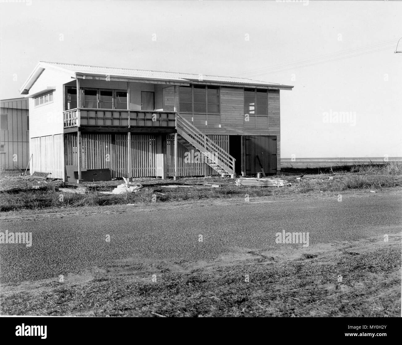 Maison du commissaire, à l'Est Mackay, juin 1968. L'une des nombreuses maisons construites dans la région de East Mackay pour les employés du gouvernement du Queensland à la fin des années 1960 Banque D'Images