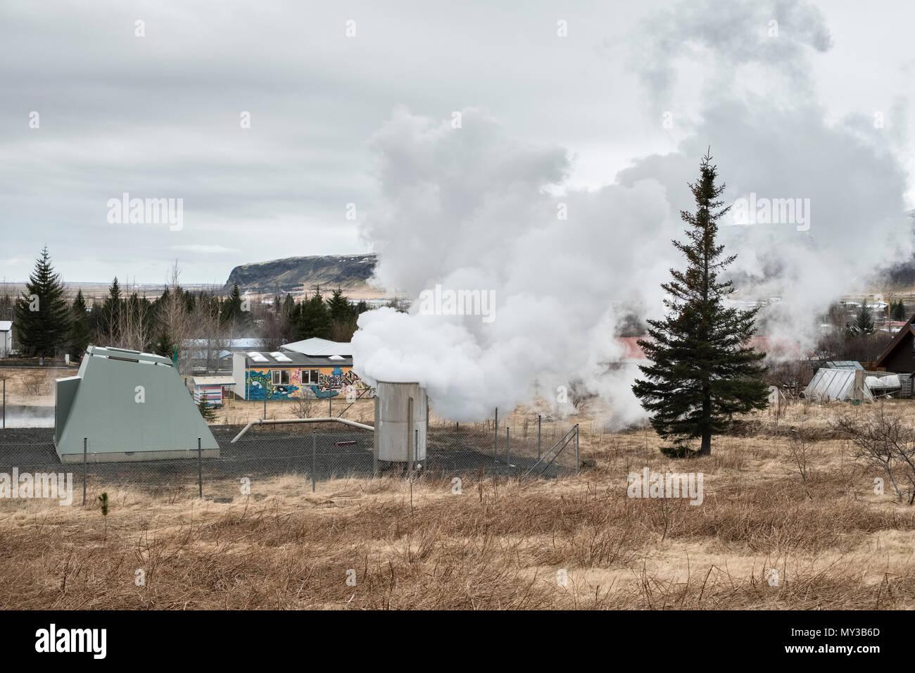 Centrale géothermique, Hveragerði, sud de l'Islande. C'est une zone géothermique hautement actif et a de nombreuses serres chauffées naturellement et hot springs Photo Stock