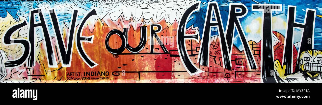 Sauver notre terre à l'art sur le mur de Berlin East Side Gallery Berlin Allemagne Photo Stock