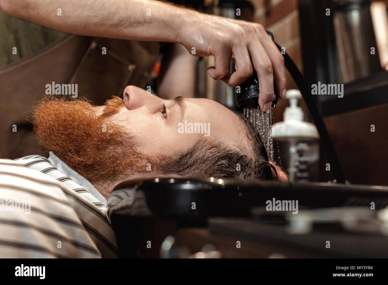 Salon de coiffure et barbu dans barber shop Photo Stock