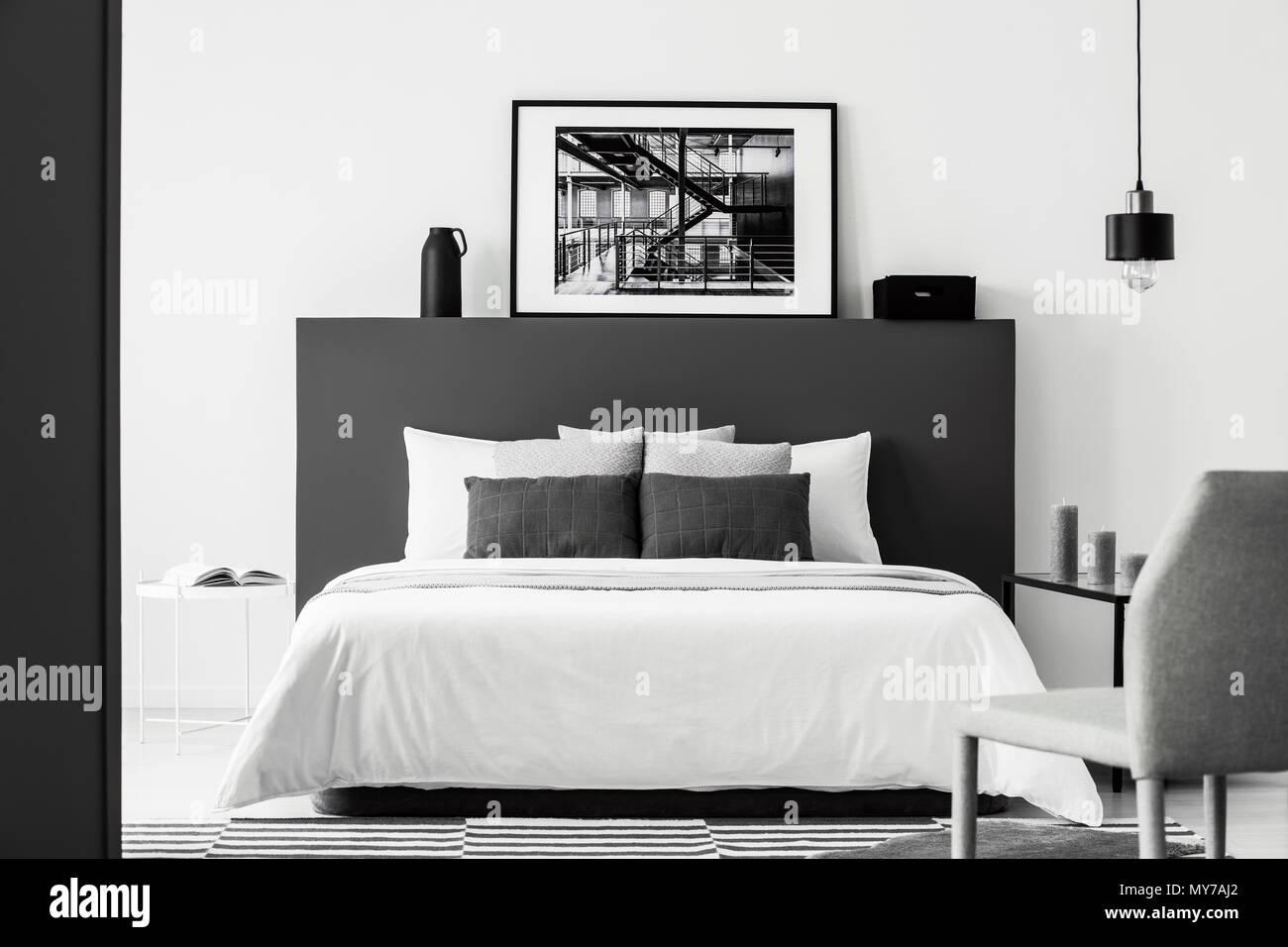 Sur l\'affiche de la tête de lit blanc noir en contraste avec l ...