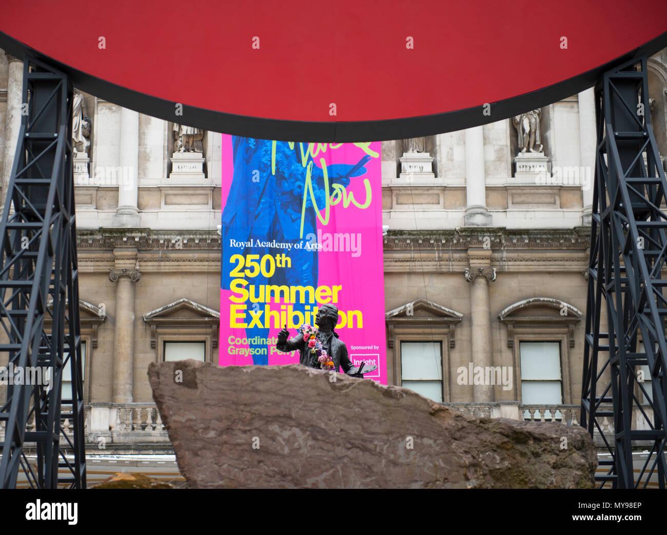 4 juin 2018. Monsieur Anish Kapoor RA sculpture, Symphonie pour une fille bien-aimée en 2018, dans la cour de l'Annenberg, Royal Academy of Arts. Photo Stock