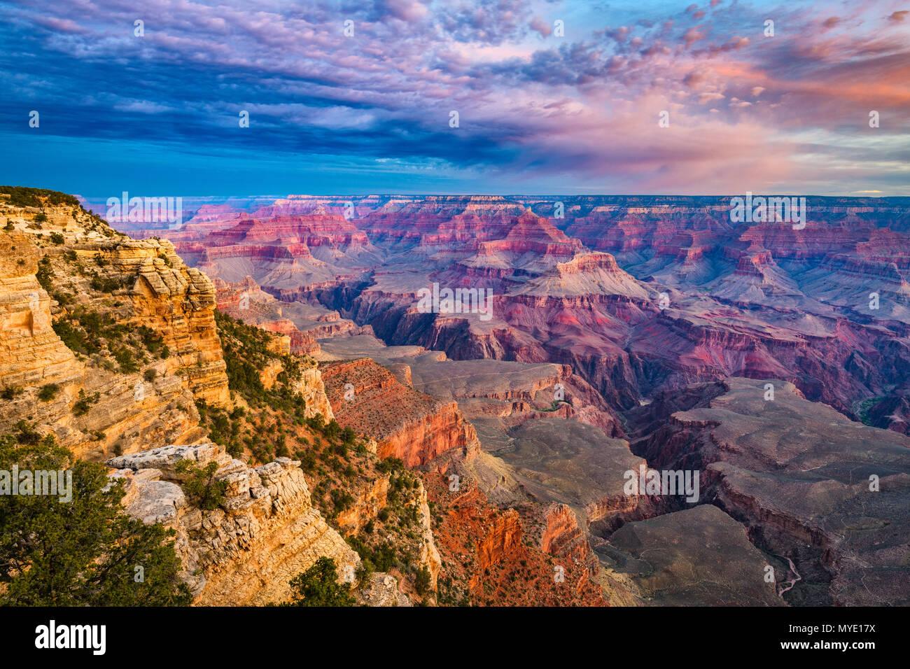 Grand Canyon, Arizona, USA à l'aube de la rive sud. Photo Stock