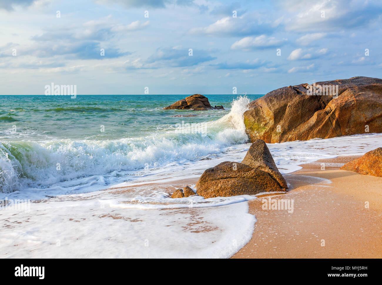 Matin sur la plage de Lamai. Koh Samui. La Thaïlande. Photo Stock