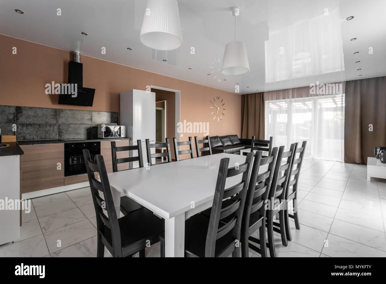 Table de salle à manger pour 10 personnes. Style minimalisme ...