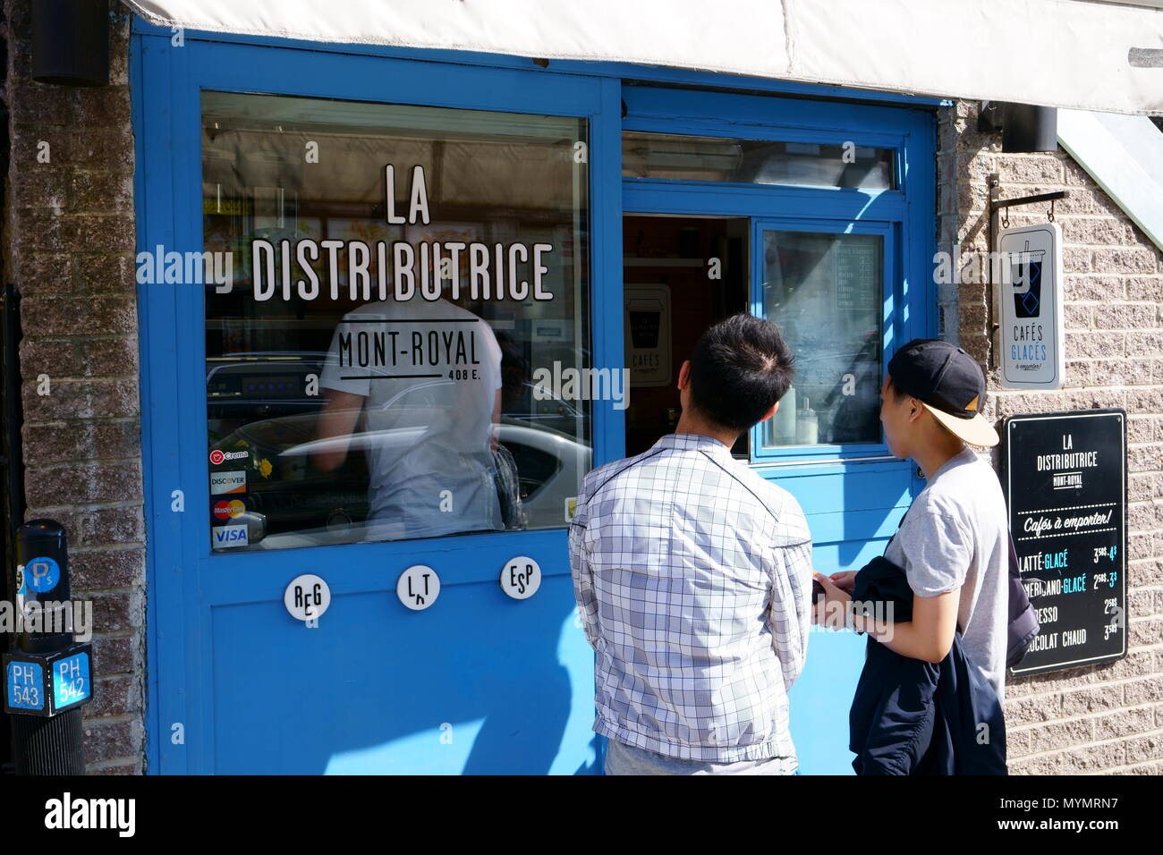 Montréal,QC / Canada - Mai 6th, 2018 : 'La distributrice', le plus petit café expresso dans le monde. Photo Stock