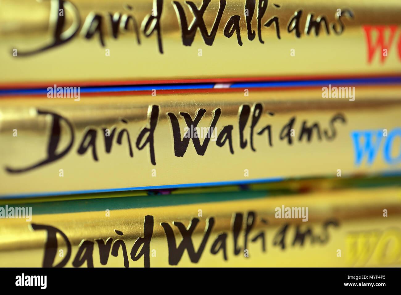 David Walliams nom sur le dos des livres. Banque D'Images