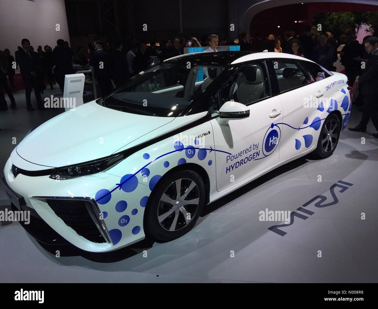 Paris, France. 29 Septembre 2016: Dernière version de Mirai Toyota à hydrogène les piles à Photo Stock