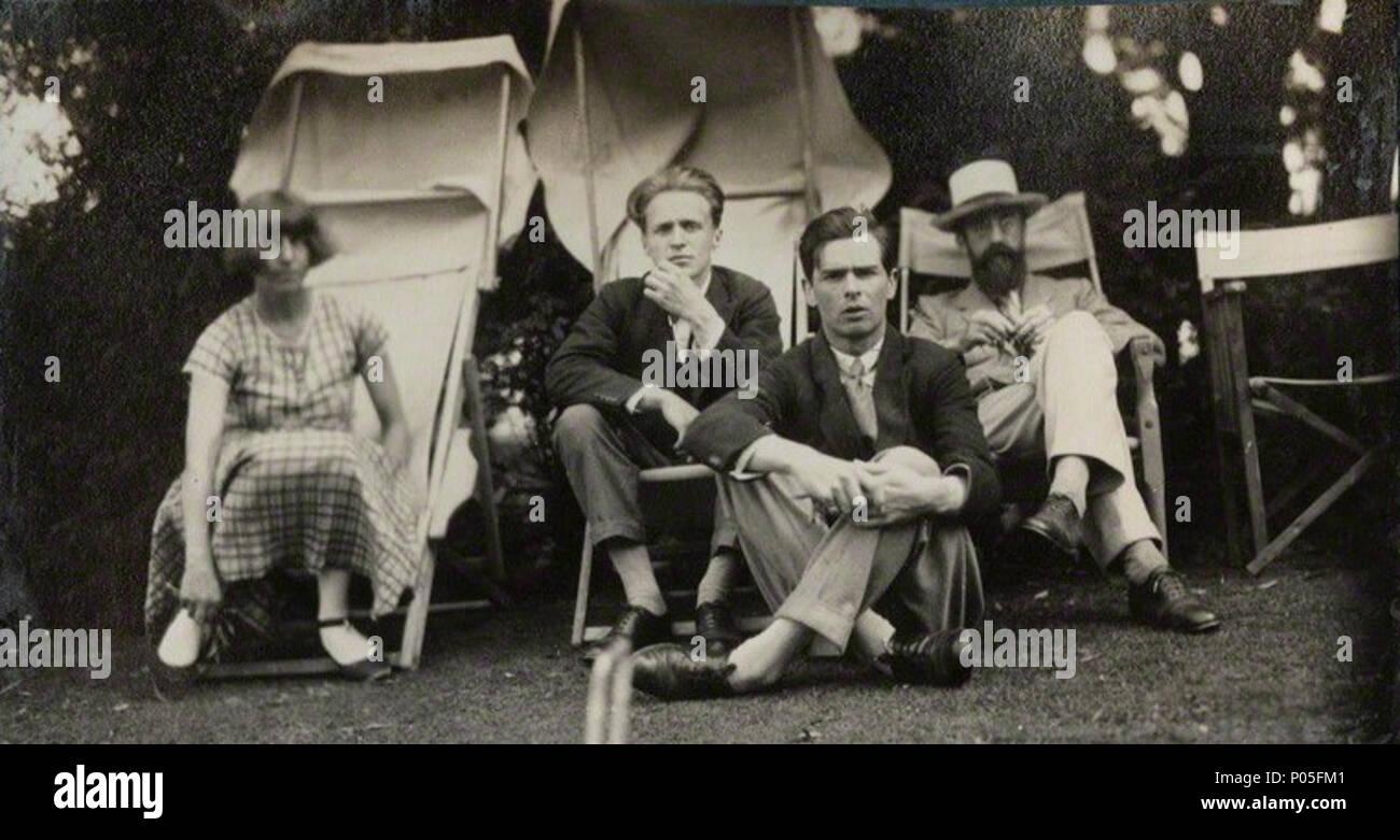 . Anglais: Lady Ottoline Morrell (1873-1938), de l'instantané vintage print/NPG AX142600. Dora Carrington; Stephen Tomlin; Walter John Herbert ('Sebastian'); Sprott Lytton Strachey, juin 1926 par Lady Ottoline Morrell, snapshot vintage print, juin 1926 27 Dora Carrington; Stephen Tomlin; Walter John Herbert ('Sebastian'); Sprott Lytton Strachey, Juin 1926 Banque D'Images