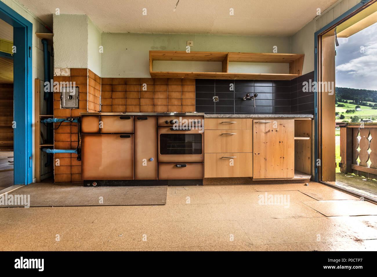 Ancienne cuisine dans une maison qui est démoli Banque D ...