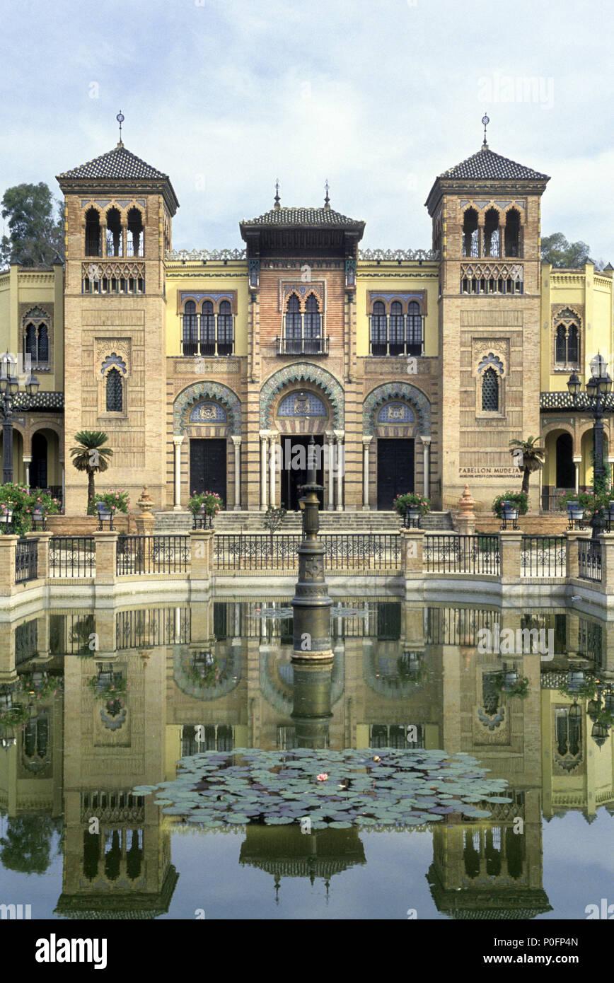 1993 FONTAINE HISTORIQUE PAVILLON MUDÉJAR PLAZA DE LAS AMERICAS PARQUE MARIA LUISA Séville Andalousie Espagne Banque D'Images