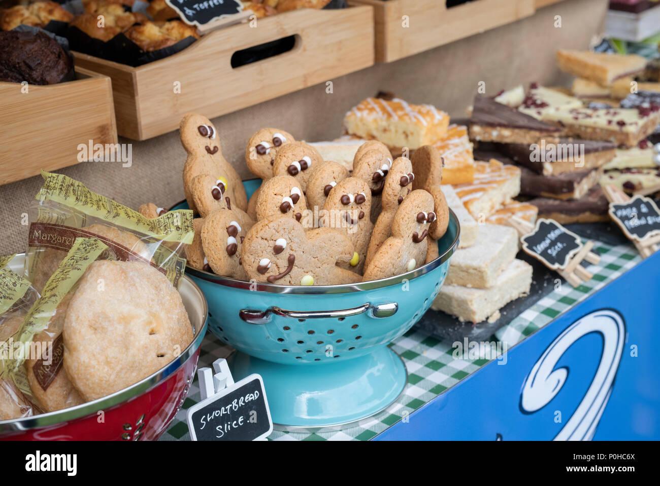 Gingerbread men en vente à un food festival. UK Photo Stock