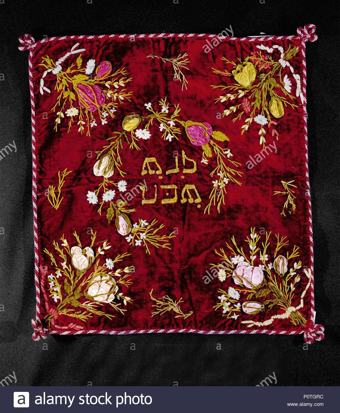 La Challah, couverture pour couvrir le pain tressé juif traditionnel  pendant le sabbat le dîner, le repas de fête après le service à la  synagogue.