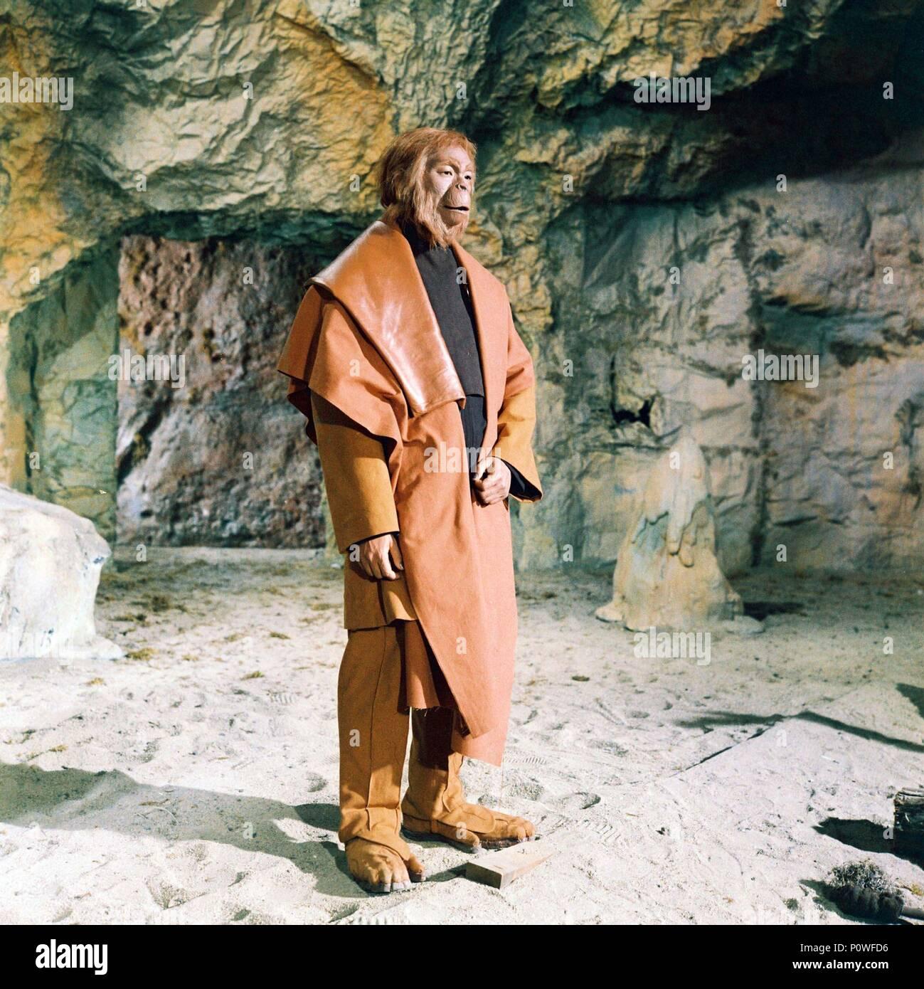 Titre original: la planète des singes. Titre en anglais: la planète des singes. Directeur de film: Franklin J. Schaffner. Année: 1968. Stars: MAURICE EVANS. Crédit: 20TH CENTURY FOX / Album Banque D'Images