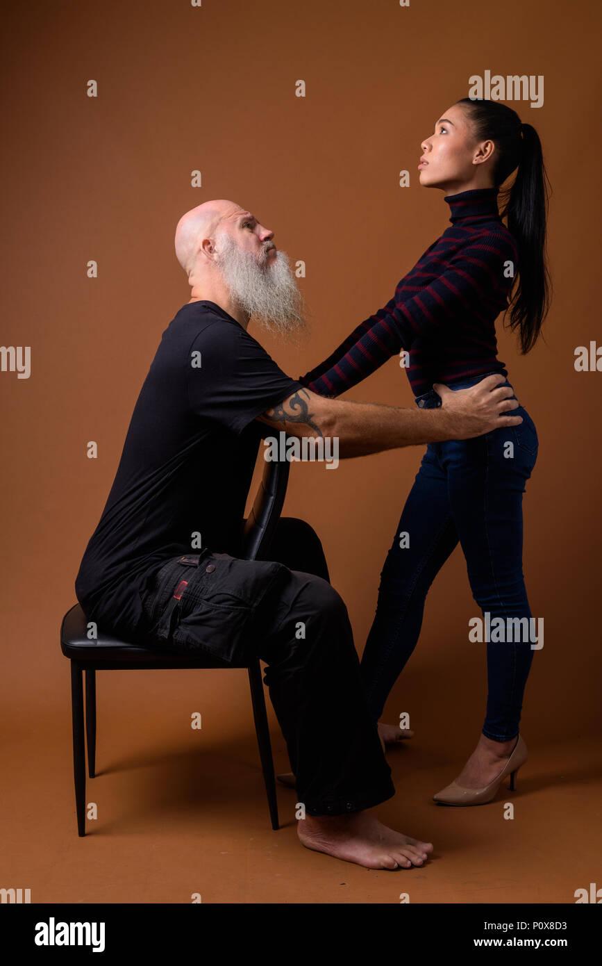 Rencontre femme noire homme asiatique