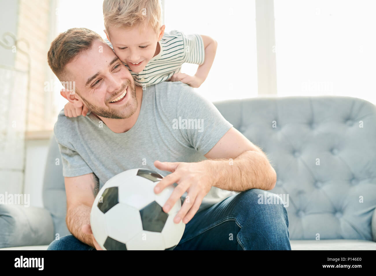 Les amateurs de football de la famille Photo Stock