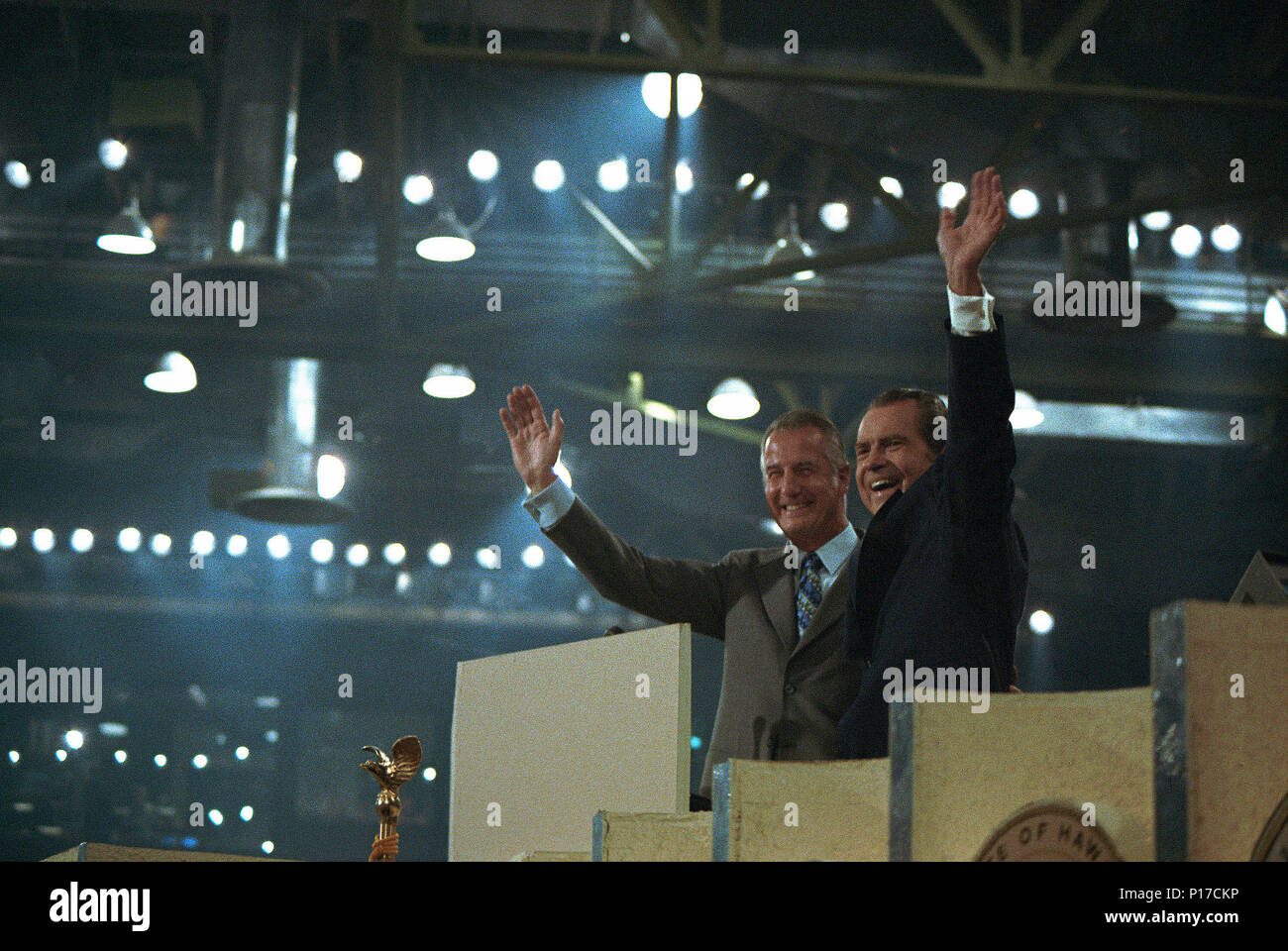 Le président Nixon et le vice-président Agnew recevoir l'acclamation de la Convention nationale républicaine de 1972 après leur mise en candidature Photo Stock