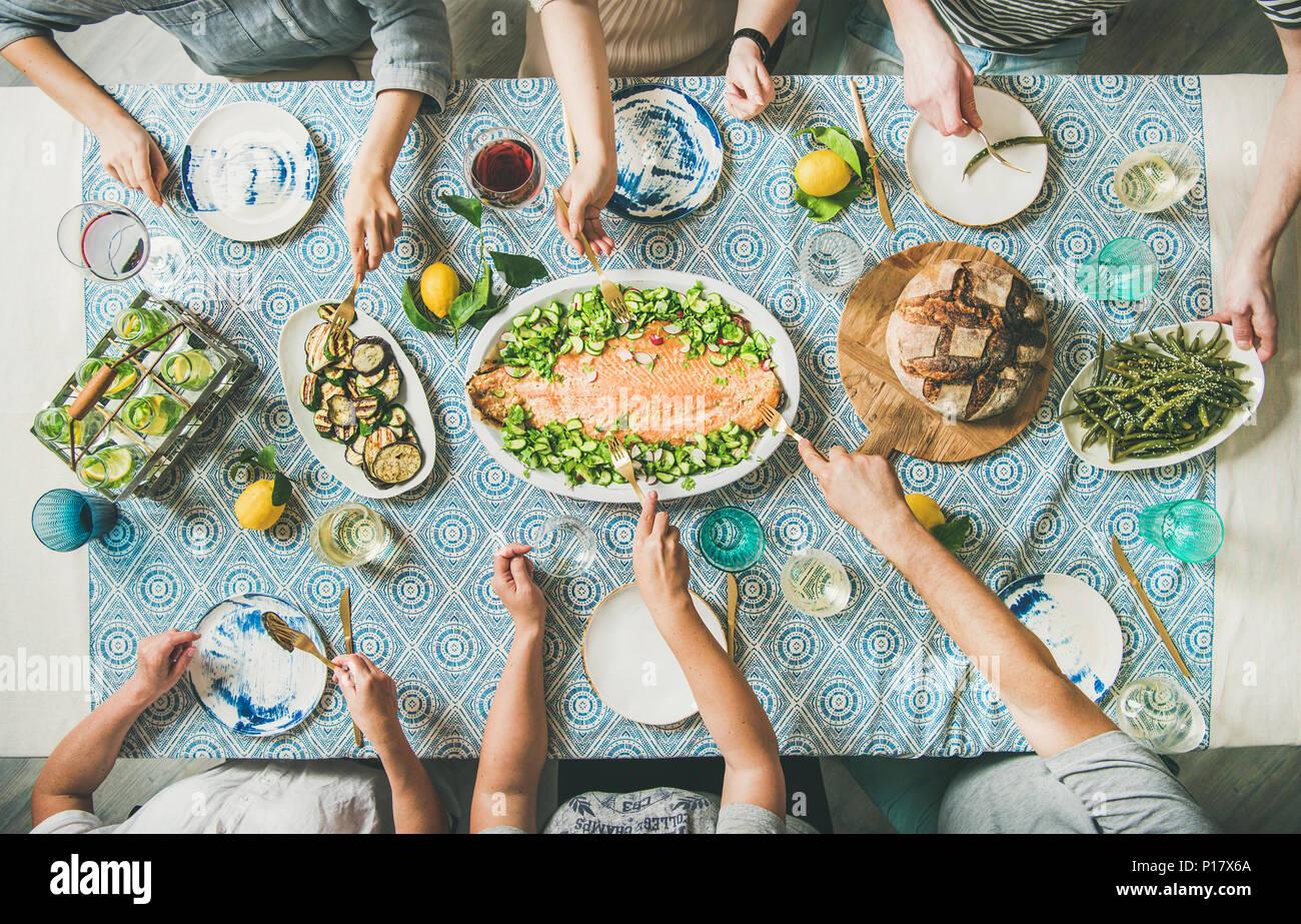 Famille ou amis, pour avoir été le dîner de fruits de mer Photo Stock