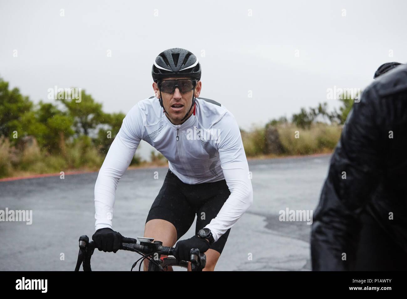 Vélo Cycliste masculin dédié Banque D'Images