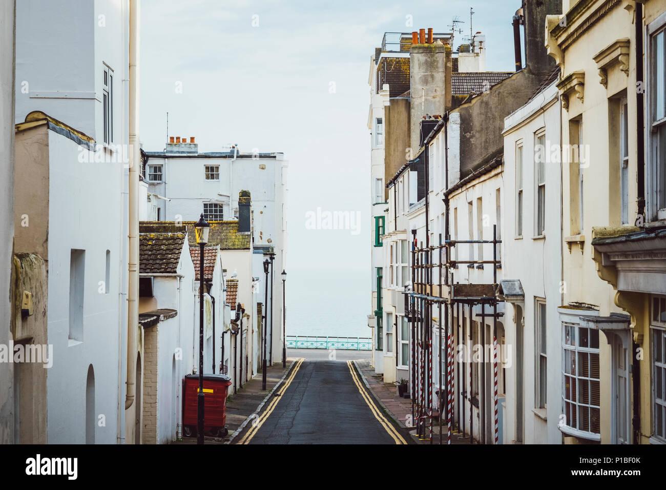 Route avec vue sur la mer, Brighton, Angleterre Banque D'Images