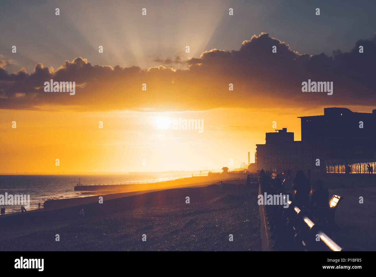 Mer dans le soleil du soir, Brighton, Angleterre Banque D'Images
