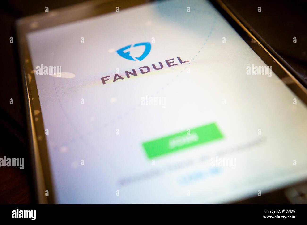 L'application Android de fantasy sports site FanDuel est vu sur un smartphone le Jeudi, Mai 24, 2018. FanDuel a été acquis par le bookmaker irlandais Paddy Power Betfair dans une transaction de 158 millions de dollars. (© Richard B. Levine) Banque D'Images