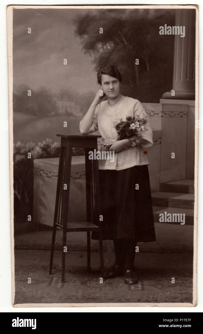 allemagne circa 1930 vintage photo montre femme dans. Black Bedroom Furniture Sets. Home Design Ideas