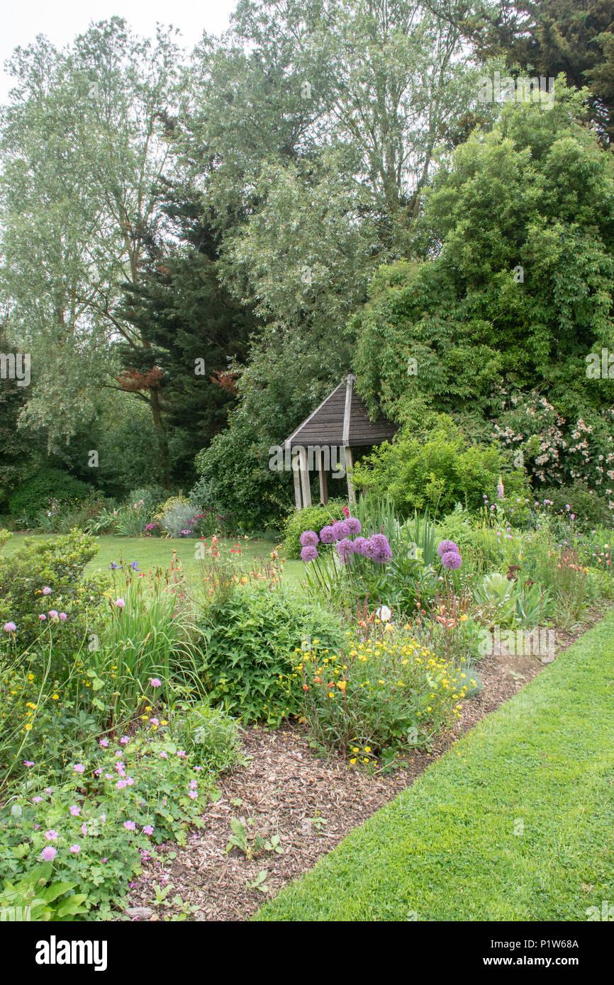 Petit Abri De Jardin En Arriere Plan Du Jardin Anglais Banque D