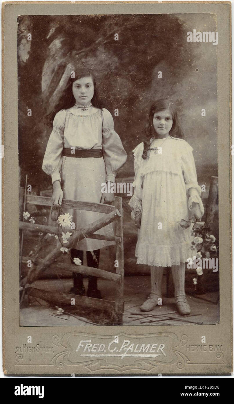 Carte De Visite Photo Deux Jeunes Filles Herne Bay Kent Angleterre Ladresse Du Photographe 21 High Street Dates La Pour 1903 1905