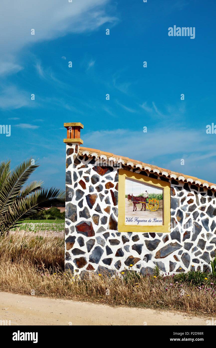 Chambre avec sol carrelé photo, Zambujeira do Mar, Costa Vicentina, Alentejo, Portugal Photo Stock