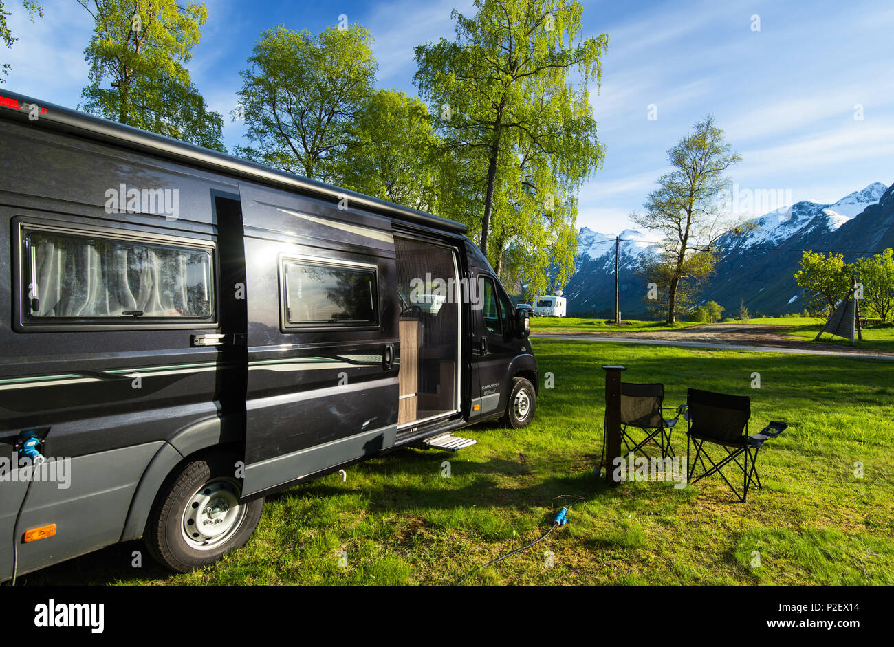 Printemps, le campeur, Wohnmobil, camping, Romsdal, Norvège, Europe Photo Stock