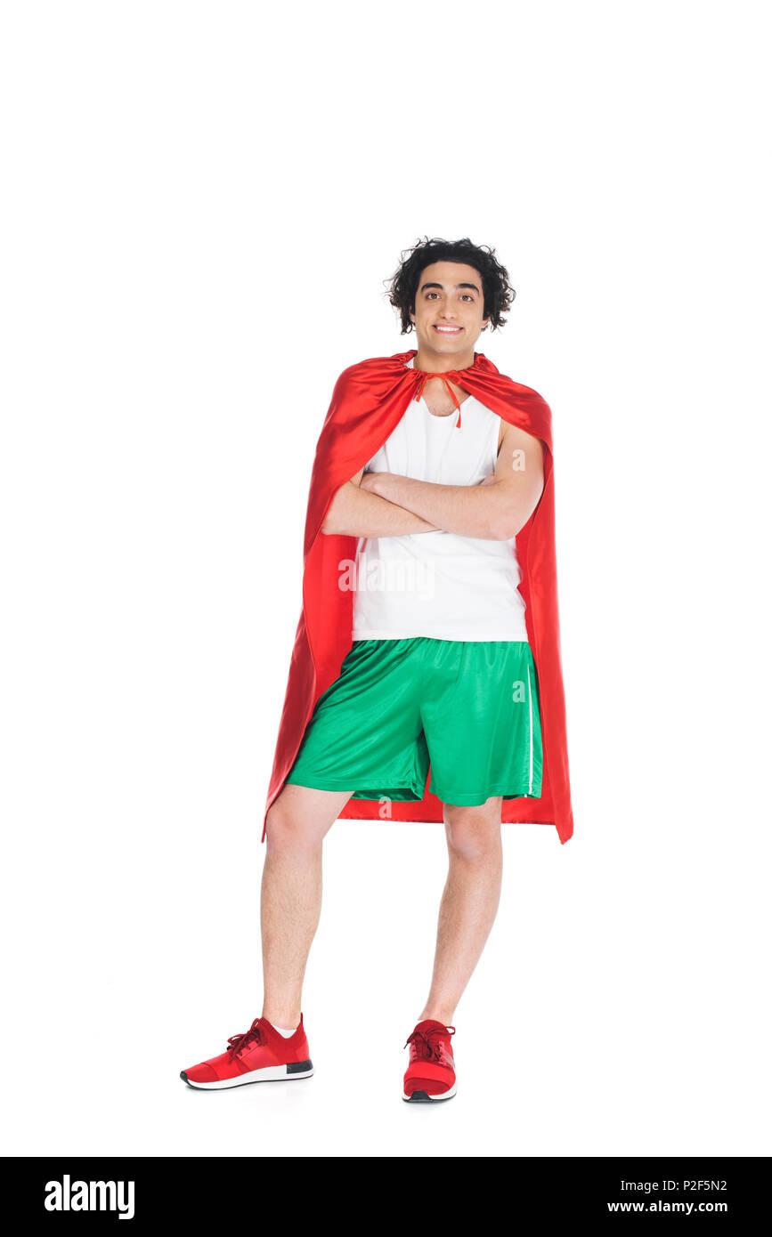 Sprotsman mince jeune debout dans cape rouge blanc isolé onn Photo Stock