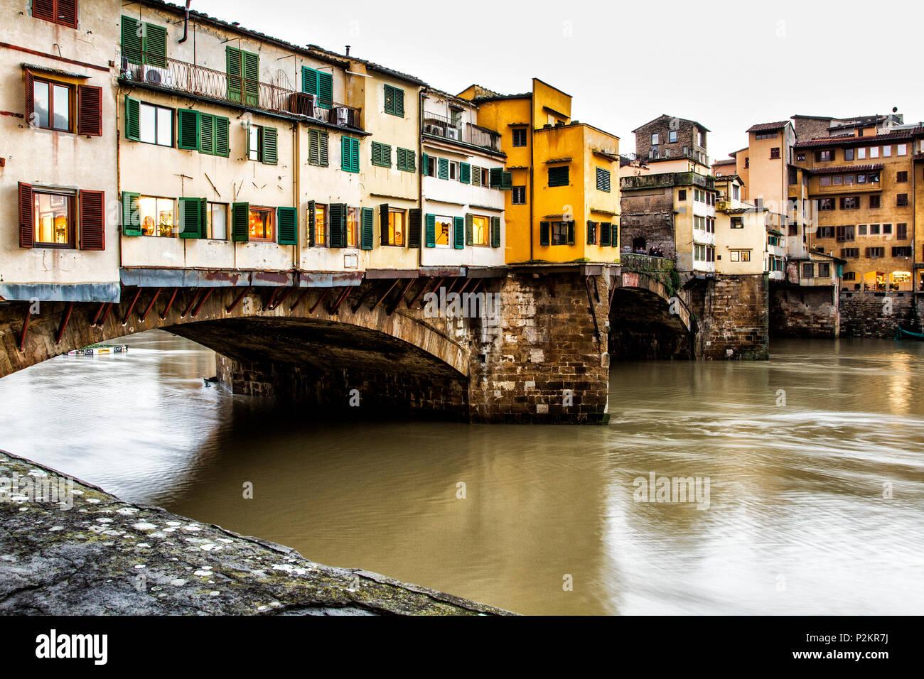 Le Ponte Vecchio (Vieux Pont). Florence, Province de Florence, en Italie. Photo Stock
