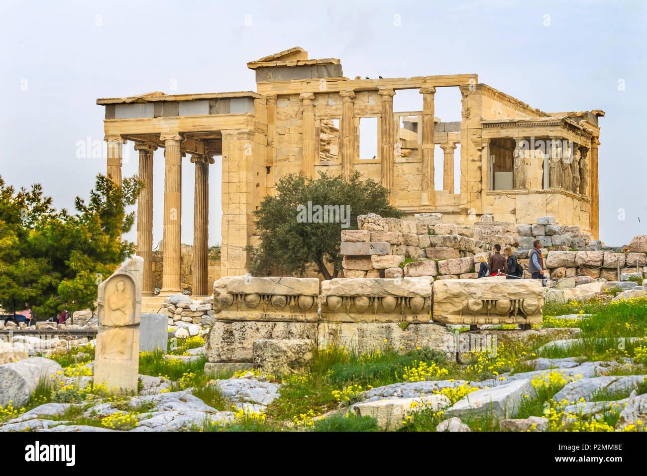 Monument ancien porche Temple Ruines Cariatides de Erechtheion Acropole Athènes Grèce. Colonnes de temple grec maidens Erechtheion pour un ancien Atheni Photo Stock