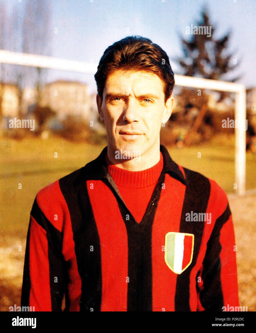 . Italiano: Il calciatore italiano Cesare Maldini al Milan tra gli anni 1950 e 1960. Cesare Maldini, licences, 1954 1954 . Entre 1954 et 1966. Inconnu 18 Cesare Maldini - AC Milan Photo Stock