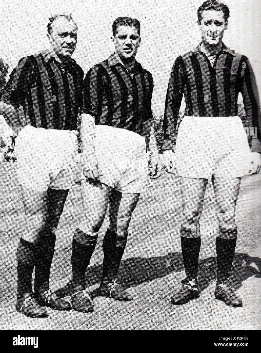 . Italiano: I calciatori svedesi Gunnar Gren (a sinistra), Gunnar Nordahl (al centro) e Nils Liedholm (a destra), il trio d'attacco 'Gre-No-li' nei primi anni del Milan 50 del XX secolo. Entre 1949 et 1953. Inconnu 1 1950 AC Milan's trio suédois de Gre-No-Li (Gren, Nordahl et Liedholm) Photo Stock